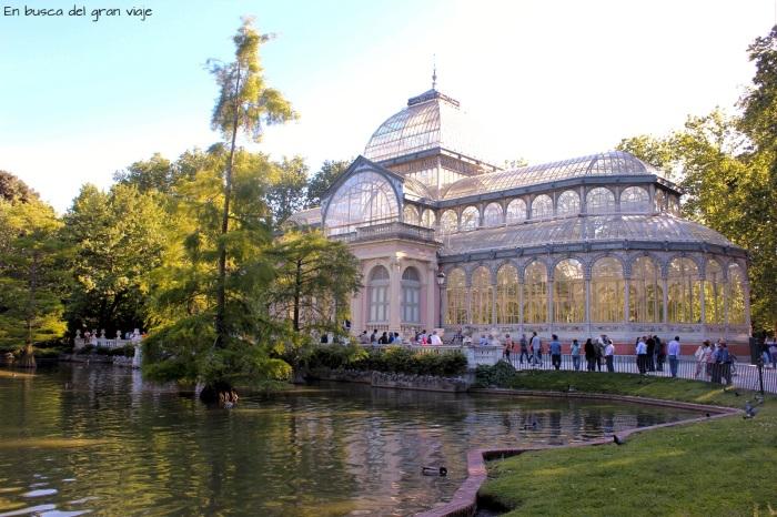 El Palacio de Cristal del Retiro, frente al lago