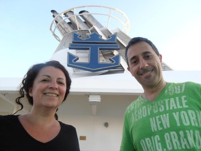 Majo y Dani a bordo del barco