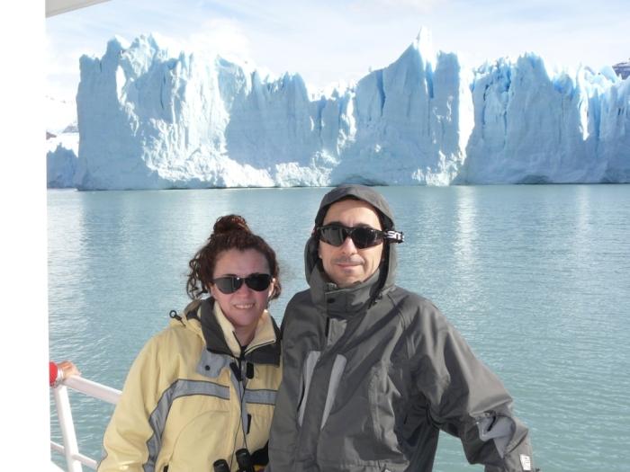 Majo y Dani frente al Perito Moreno