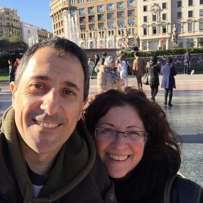 Majo y Dani paseando por el centro de Madrid