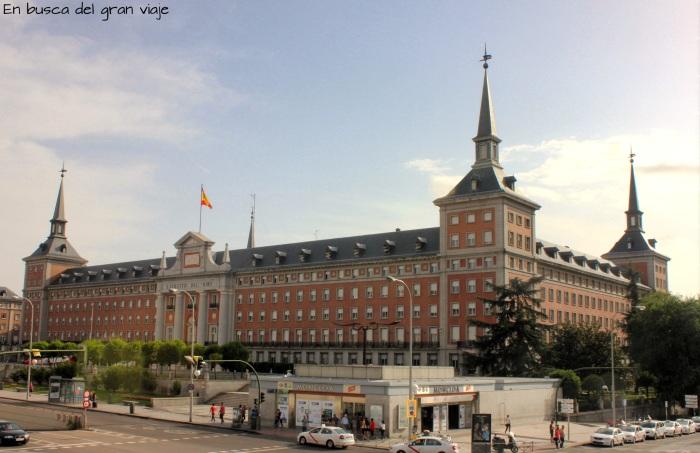 El ejercito del aire y la parada de metro de Moncloa