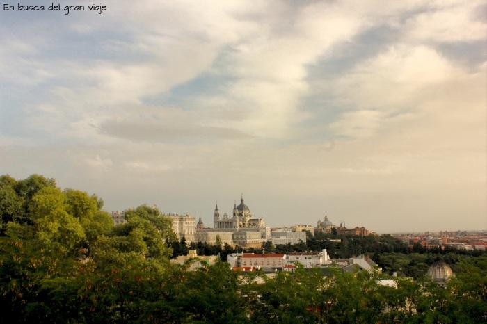 Vistas a la Catedral de la Almudena desde el mirador del T