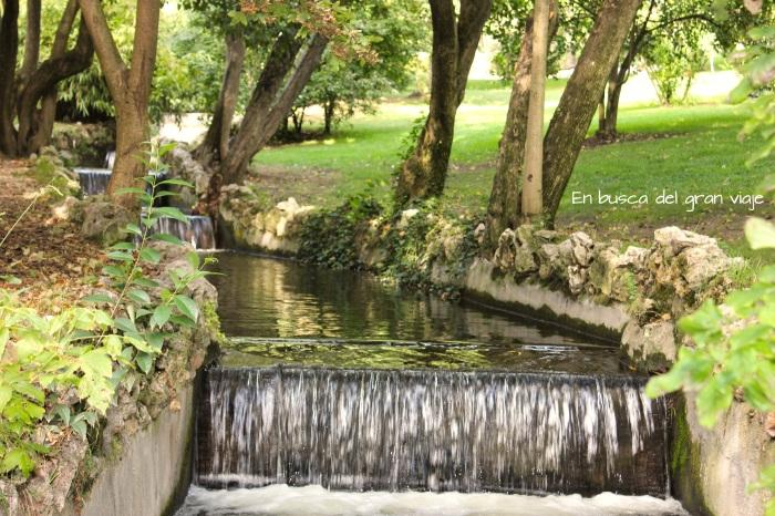 Arroyo dentro del parque oeste
