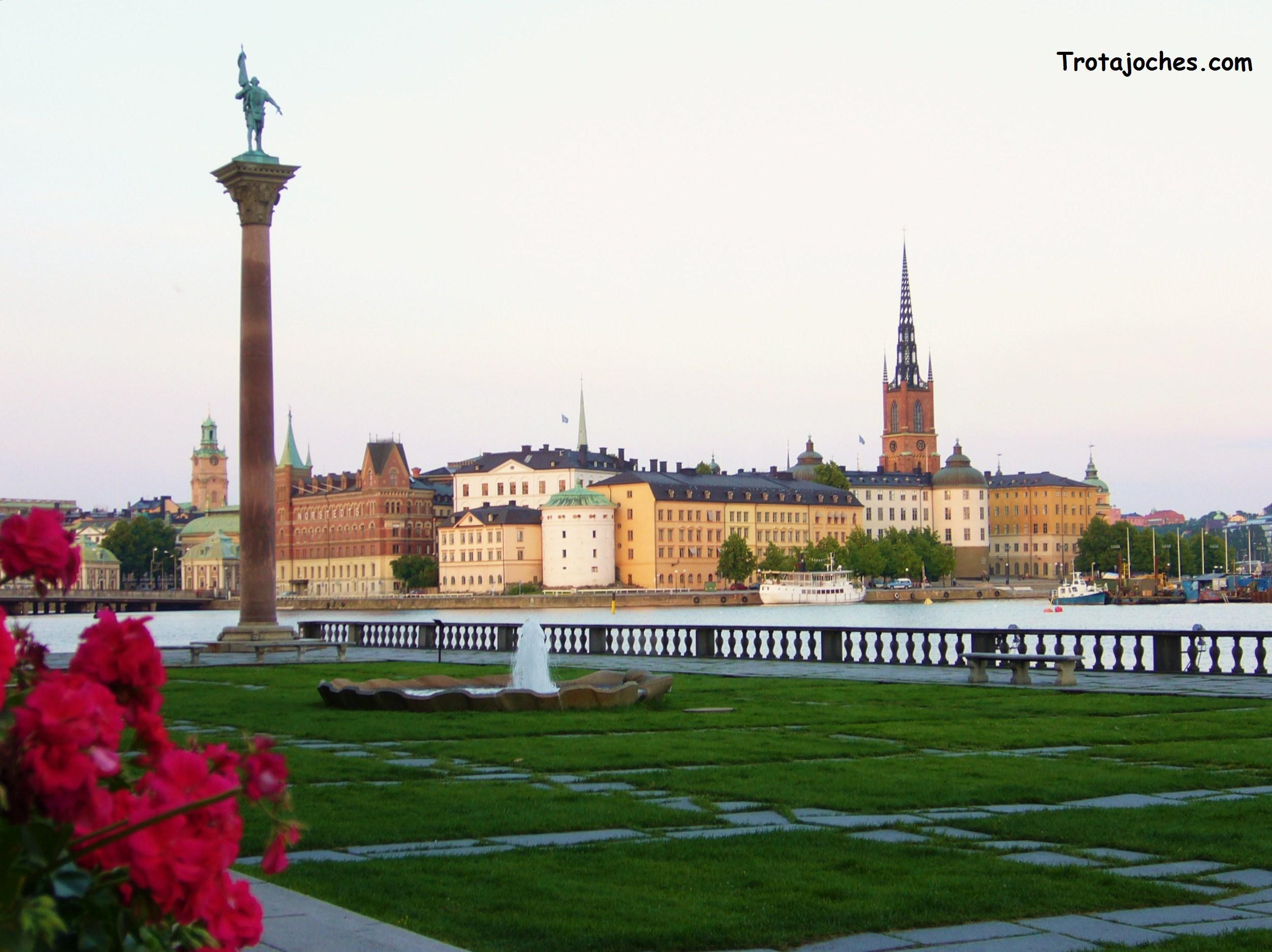 La ciudad de Estocolmo vista desde uno de sus jardines