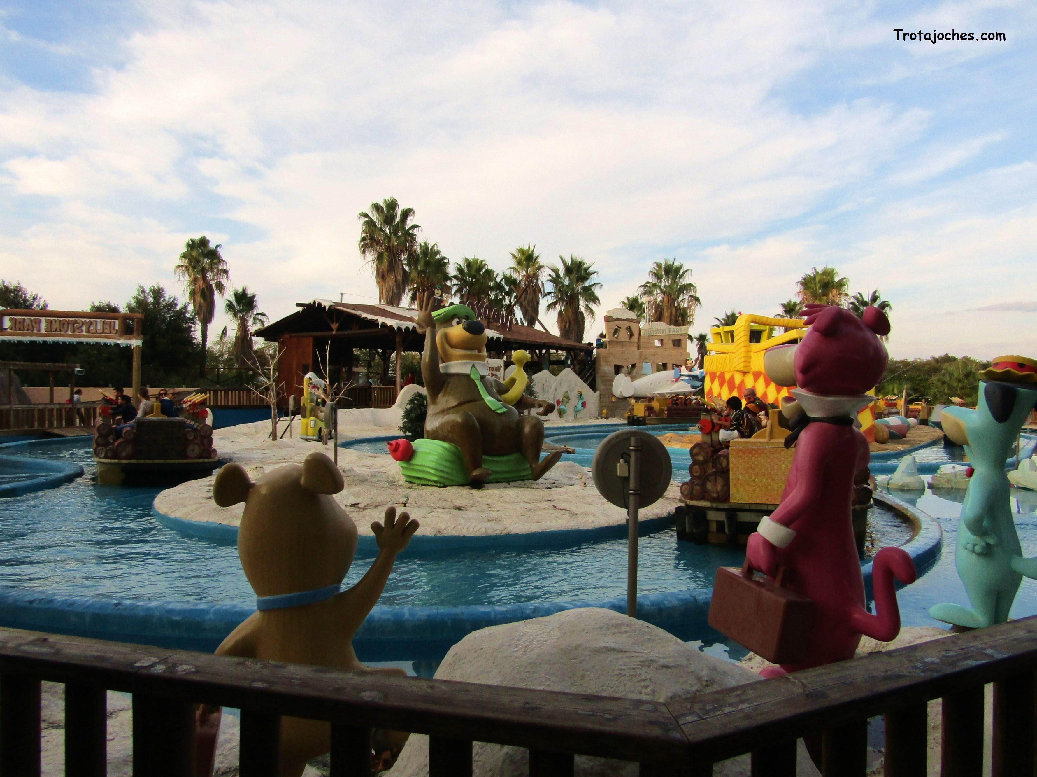 Atracción acuática del Parque Warner en Madrid