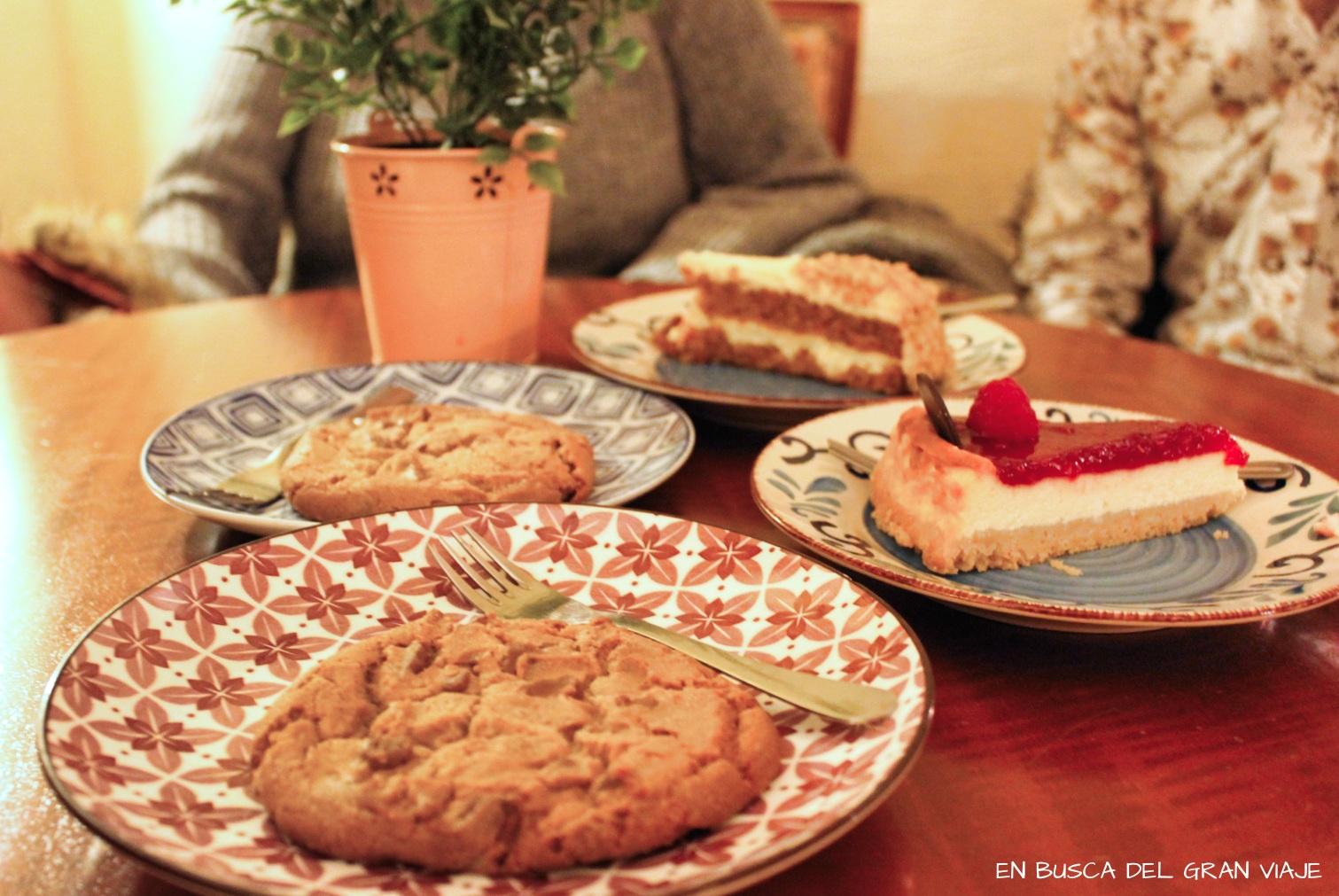 Las dos cookies gigantes de caramelo, la tarta de queso y la carrot cake del Café