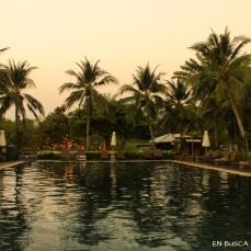 Piscina del hotel en Kanchanaburi