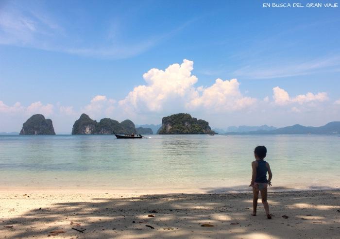 Paula en una de las playas de las islas Hong