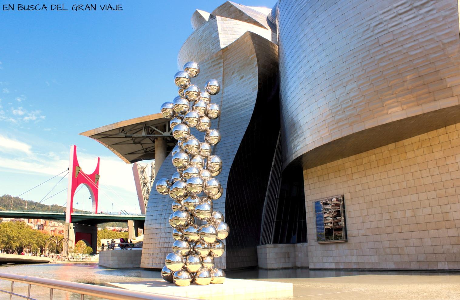La escultura de el Gran Arbol y el Ojo