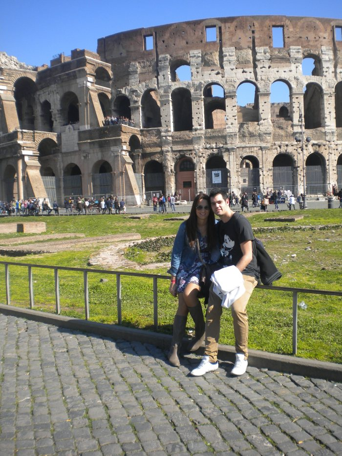 Lorena y Robert en el Coliseo de Roma