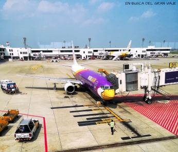 Avión de Nok Air en el aeropuerto