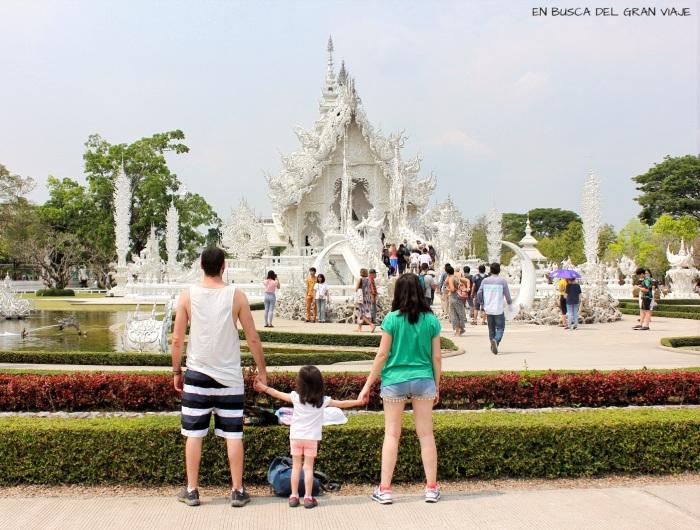 Paula, José y yo frente al Templo Blanco blanco