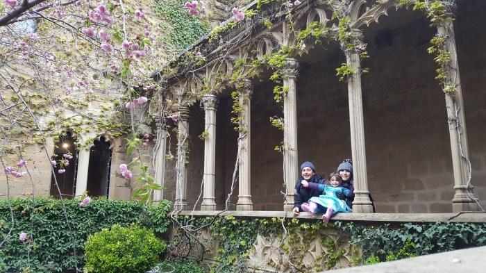 Toda la familia en el castillo de Olite de Navarra