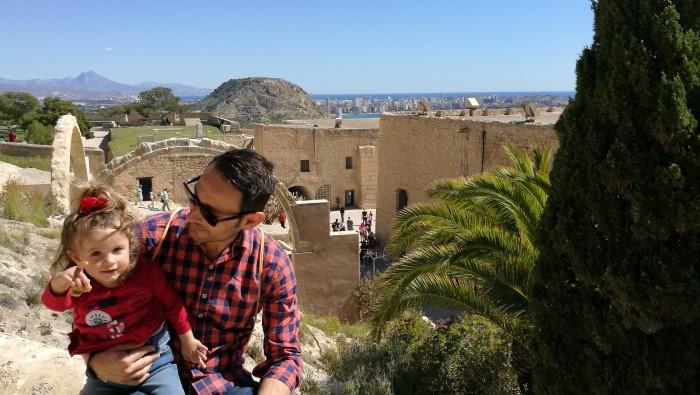 Jorge y Alma en el castillo de Santa Bárbara, Ali