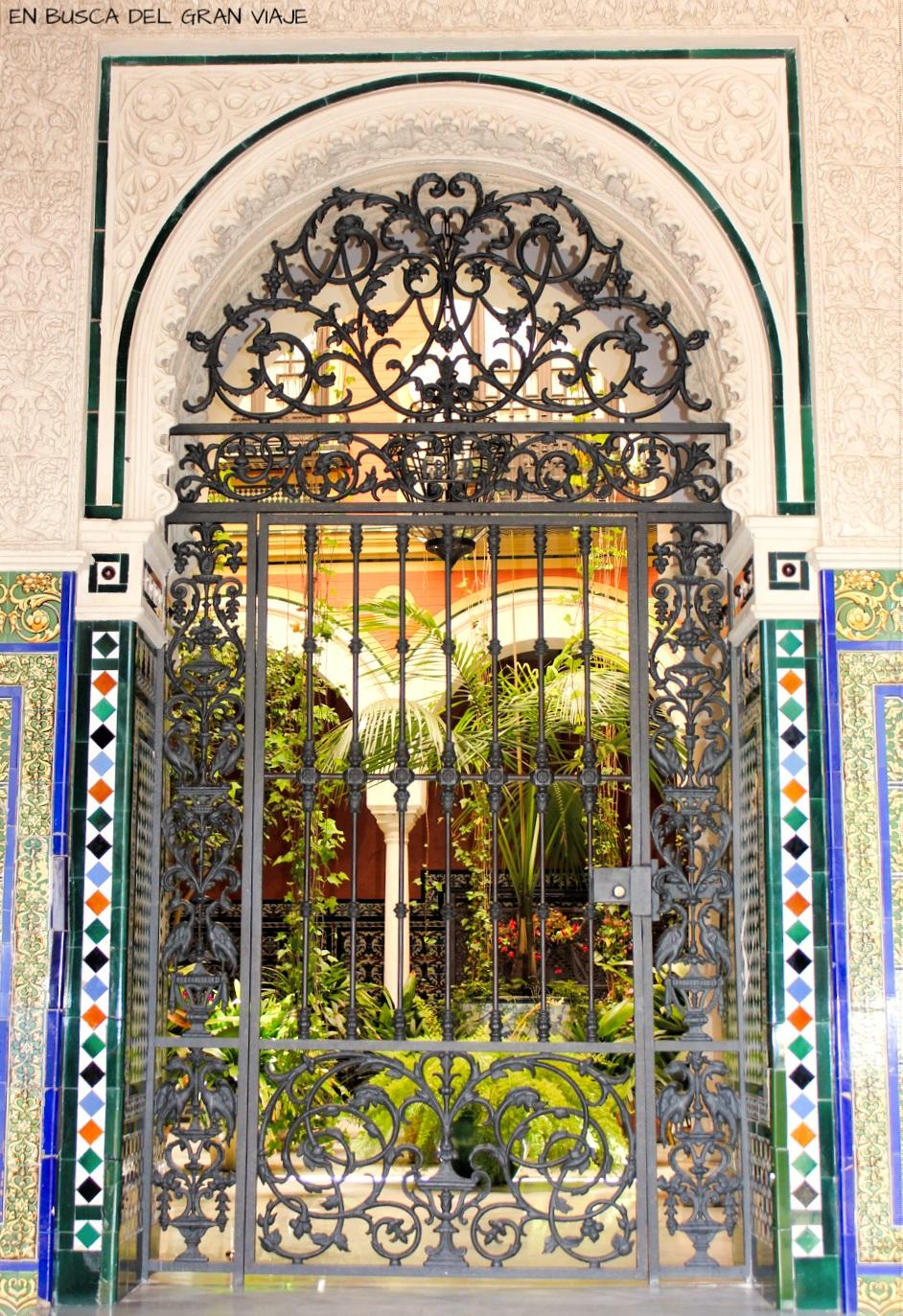 Puerta del típico patio andaluz