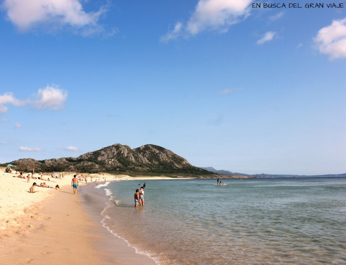 Playa de Arena Mayor con el Monte Louro al fondo