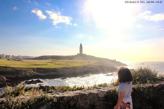 Paula admirando la Torre de Hércules