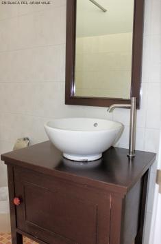 lavabo y espejo del baño