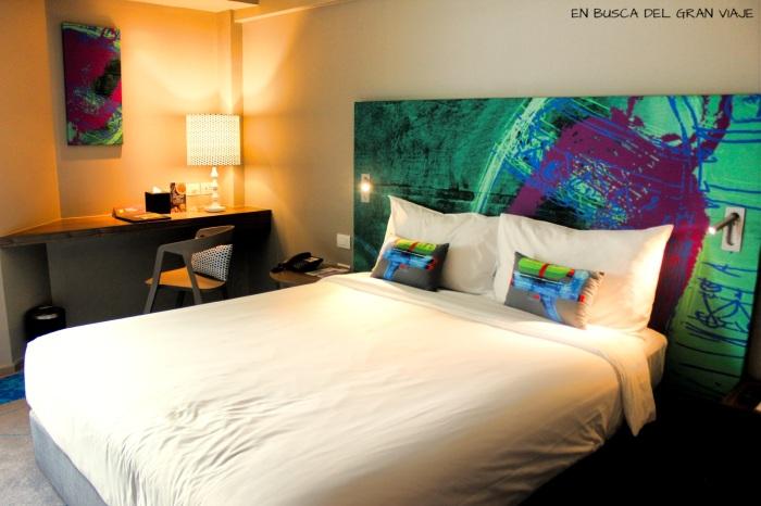 Cama de la habitación del hotel