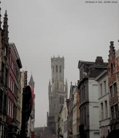 El Belfort desde las calles de Brujas